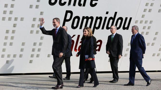 Los Reyes presidieron ayer en el Centro Pompidou el acto de entrega de las Medallas de Oro al mérito de las Bellas Artes